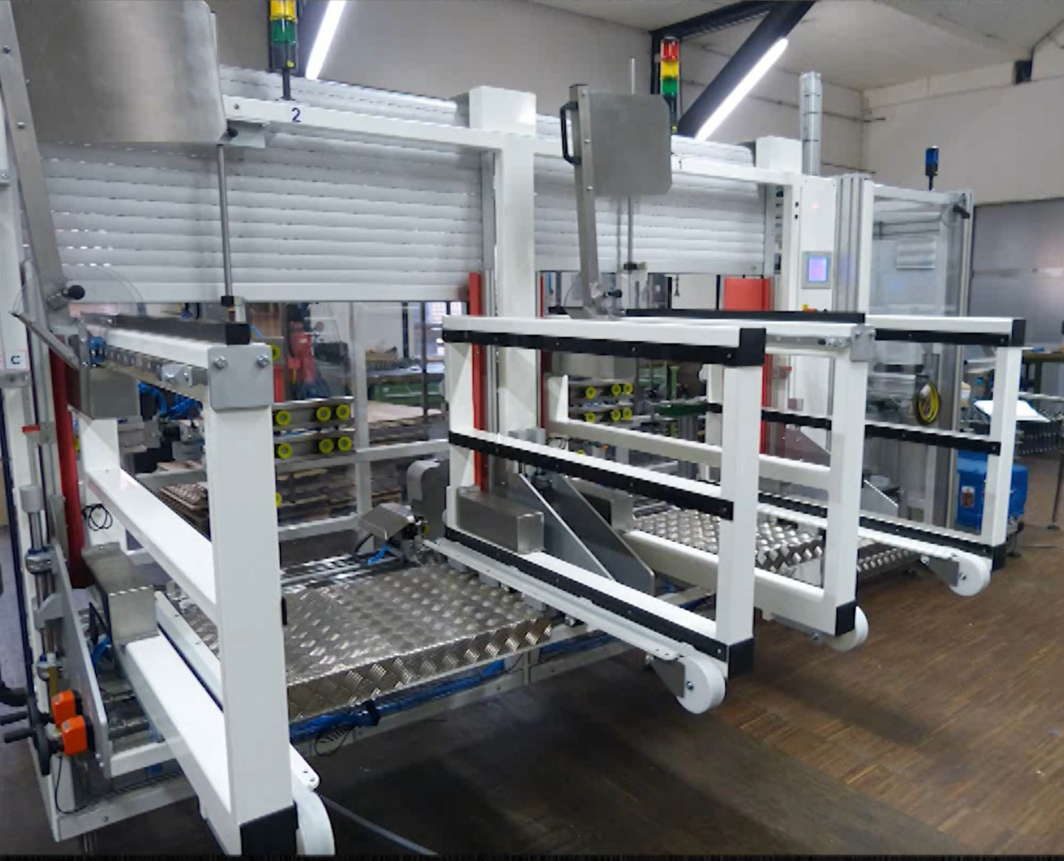 Flexible Case Erector with Double Magazine Raupack UK and Ireland