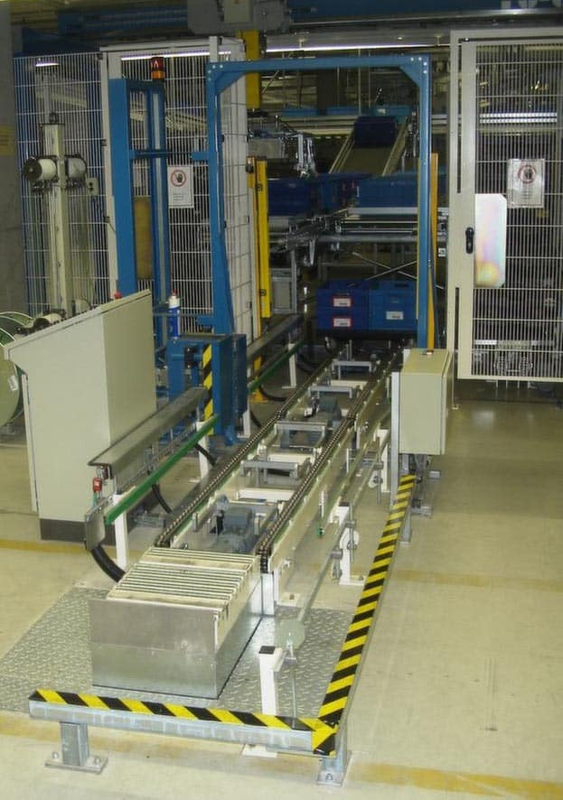 Palletising Totes onto Dollies - Raupack UK and Ireland
